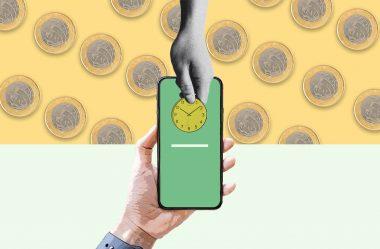 Pagamento por celular supera pela primeira vez o uso de dinheiro.