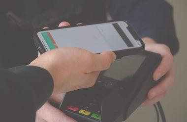Maioria dos brasileiros ja prefere usar o pagamento por aproximação.